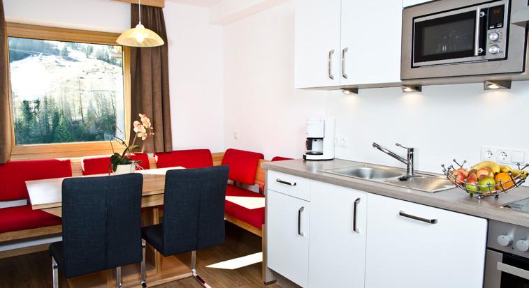 ferienwohnungen apartments in ischgl mathon haus schneider. Black Bedroom Furniture Sets. Home Design Ideas